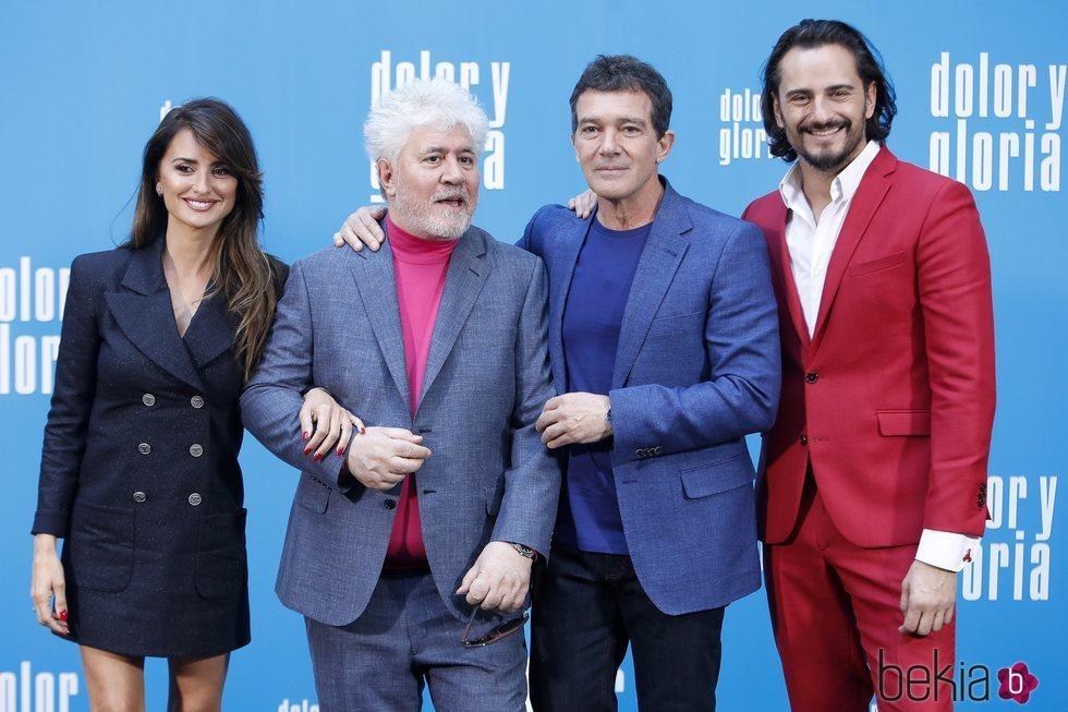Penélope Cruz, Pedro Almodóvar, Antonio Banderas y Asier Exteandía en la presentación de 'Dolor y gloria'