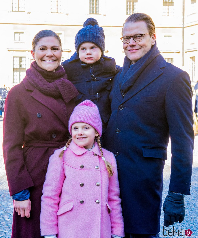 Victoria y Daniel de Suecia con sus hijos Estela y Oscar en el Día del Nombre en honor a Victoria de Suecia