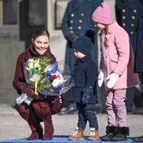 Victoria de Suecia con sus hijos Estela y Oscar en el Día del Nombre en honor a Victoria de Suecia