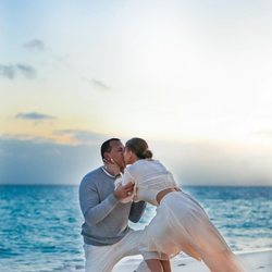 Jennifer Lopez aceptando la petición de matrimonio de Alex Rodríguez