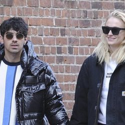 Joe Jonas y Sophie Turner en una comida familiar en NY