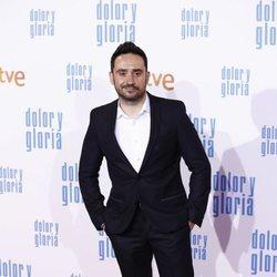 Juan Antonio Bayona en la alfombra roja de 'Dolor y gloria'