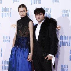 Palomo Spain y Pol Roig en la alfombra roja de 'Dolor y gloria'