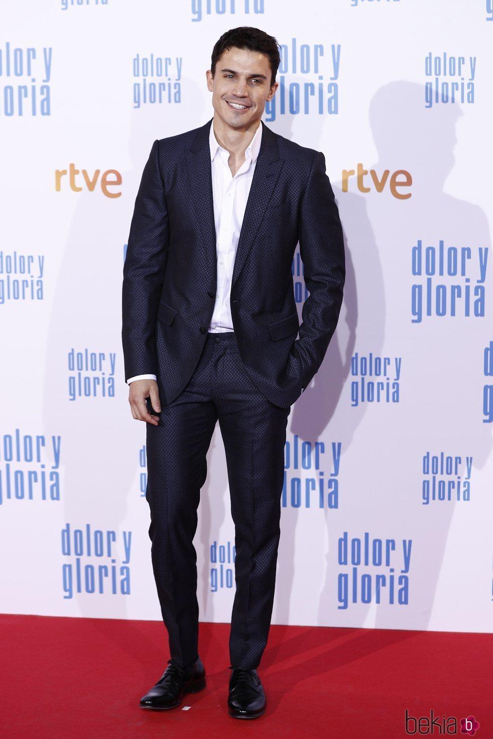 Álex González en la alfombra roja de 'Dolor y gloria'