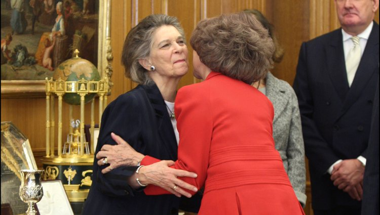 La Reina Sofía besa a la Princesa Irene de Grecia durante una audiencia en Zarzuela