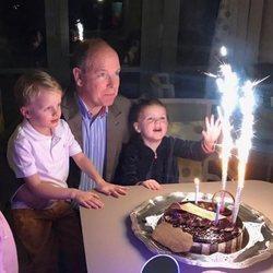 Gabriella de Mónaco, emocionada junto a Alberto de Mónaco y Jacques de Mónaco en la celebración del 61 cumpleaños de su padre
