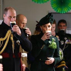Brindis del Príncipe Guillermo y Kate Middleton en San Patricio