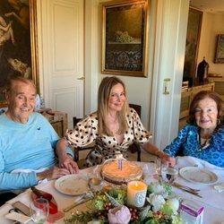 Ana Obregón celebrando su cumpleaños con sus padres