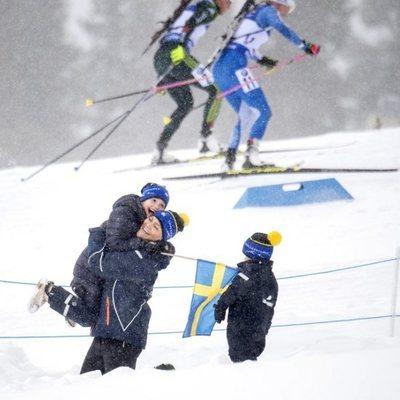 Victoria de Suecia y su hija Estela, muy divertidas en el campeonato mundial de biatlón en Östersund