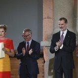 Los Reyes y el ministro de cultura entregan el Premio Nacional de Moda a Ágatha Ruiz de la Prada
