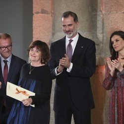 Los Reyes Felipe VI y Letizia junto a Rosa Montero en los Premios Nacionales de Cultura