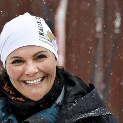 Victoria de Suecia en la nieve durante su caminata en Norrbotten