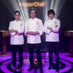 Samantha Vallejo-Nágera, Pepe Rodríguez y Jordi Cruz en la promoción de 'MasterChef 7'