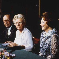 Juliana de Holanda en su abdicación a favor de la Princesa Beatriz