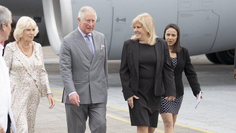 El Príncipe Carlos y la Duquesa de Cornualles llegan a Cuba