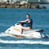 Sophie Turner, en una lancha acuática