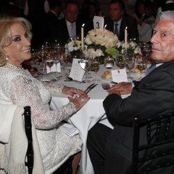 Mirtha Legrand y Mario Vargas Llosa en la cena de gala por el Viaje de Estado de los Reyes Felipe y Letizia a Argentina