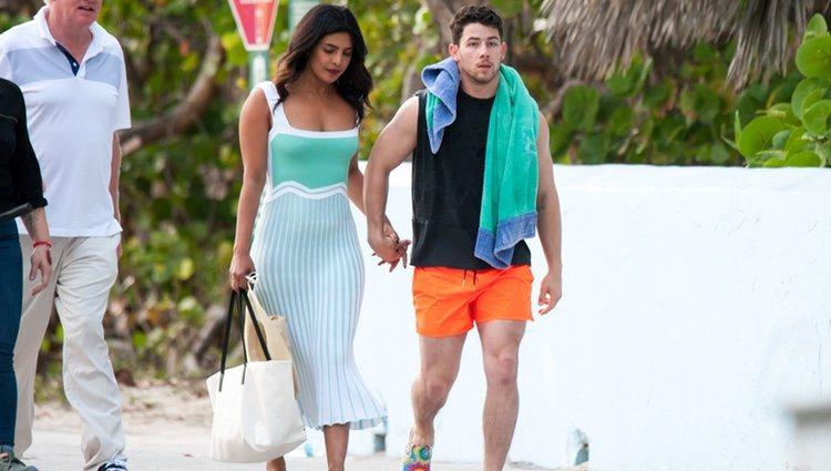 Nick Jonas y Priyanka Chopra, durante la grabación de un videoclip de los Jonas Brothers
