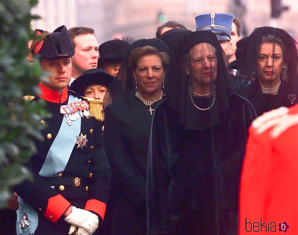 El Príncipe Federico, la Reina Ana María, la Reina Margarita y la Princesa Benedicta en el funeral de Ingrid de Dinamarca