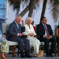 El Príncipe Carlos y Camilla Parker de visita en la Islas Caimán