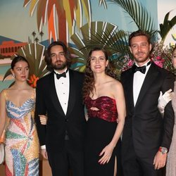 Alexandra de Hannover, Dimitri Rassam, Carlota Casiraghi y Pierre Casiraghi en el Baile de la Rosa 2019