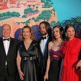 Alberto de Mónaco, Carole Bouquet, Dimitri Rassam, Carlota Casiraghi y Tatiana Santo Domingo en el Baile de la Rosa 2019