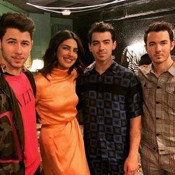 Priyanka Chopra con los Jonas Brothers tras vivir su primer concierto
