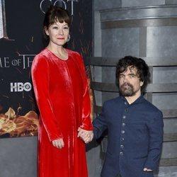 Erica Schmidt y Peter Dinklage en la premiere de la octava temporada de 'Juego de Tronos'