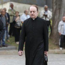El Padre Apeles en la capilla ardiente de Montserrat Caballé