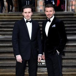 Brooklyn Beckham y David Beckham en el estreno de 'Our Planet'