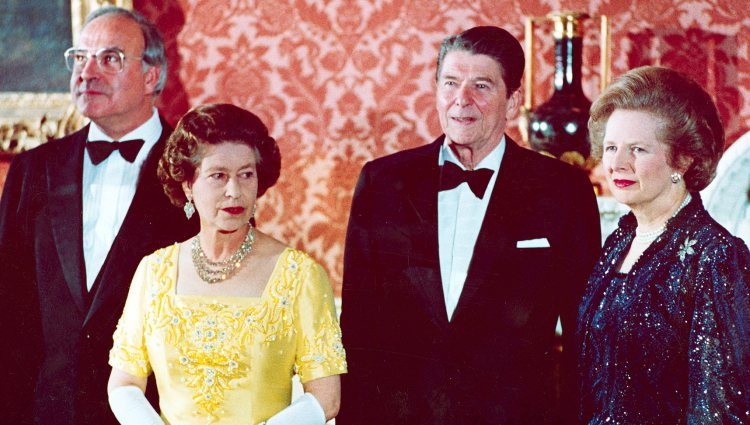 Isabel II con Helmut Kohl, Ronald Reagan y Margaret Thatcher