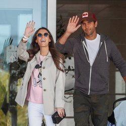 Ana Boyer y Fernando Verdasco saliendo del hospital con su hijo Miguel