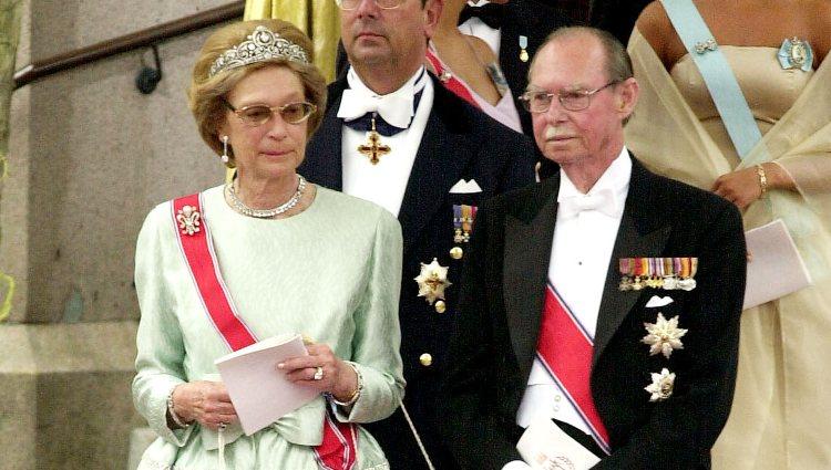 Los Grandes Duques Juan y Josefina Carlota de Luxemburgo en la boda del Príncipe Haakon y Mette-Marit