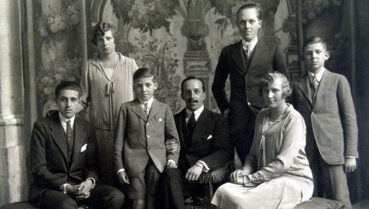 El Rey Alfonso XIII con sus hijos