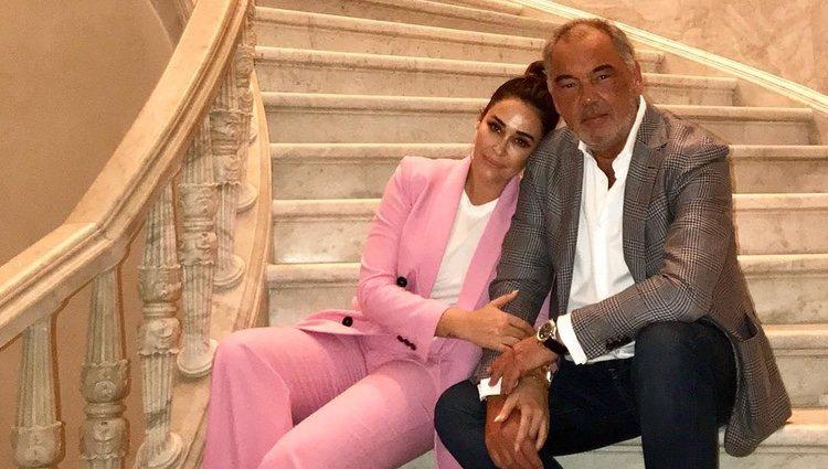 Vicky Martín Berrocal con su novio
