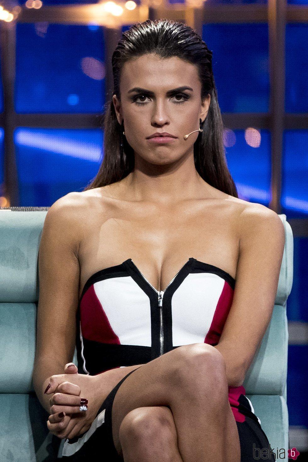 Sofía Suescun muy seria en el plató de 'GH DÚO' en la primera parte de la final