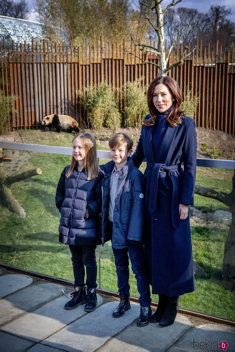 Mary de Dinamarca y sus hijos los Príncipes Vicente y Josefina en el Zoo de Copenhague