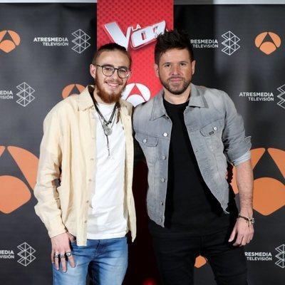 Andrés Martín y Pablo López posan tras la victoria en 'La Voz'