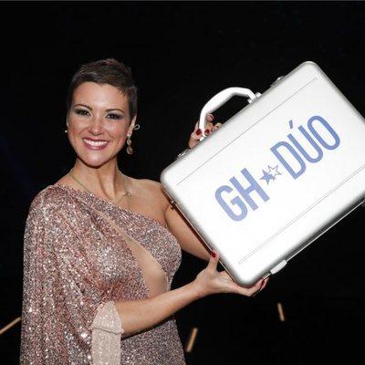 María Jesús Ruiz con el maletín tras ganar 'GH DÚO'