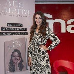 Ana Guerra durante la presentación de su libro 'Con una sonrisa'