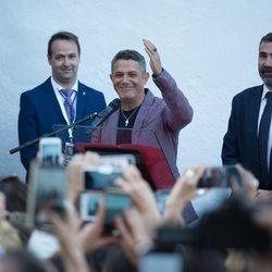 Alejandro Sanz en la inauguración de su calle en Alcalá de los Gazules