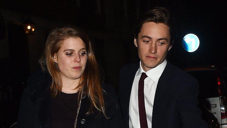 Beatriz de York y Edoardo Mapelli Mozzi salen de una cena con Sarah Ferguson