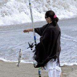 Isabel Pantoja pescando en Marbella