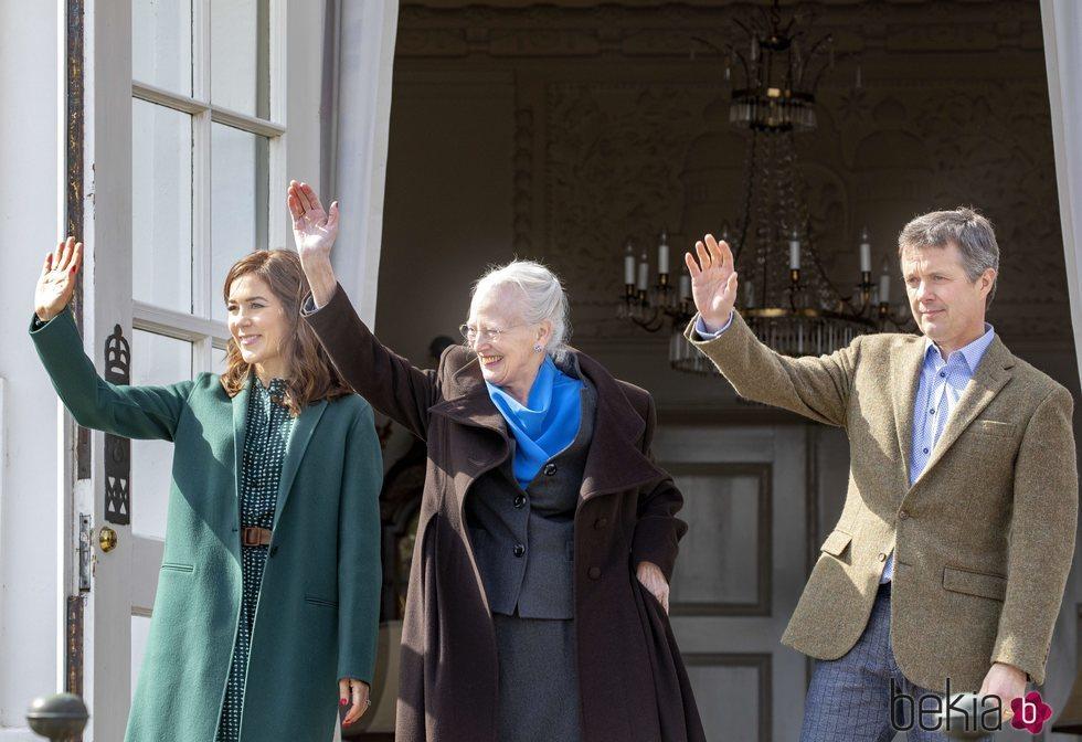 Margarita de Dinamarca en su 79 cumpleaños con Federico y Mary de Dinamarca