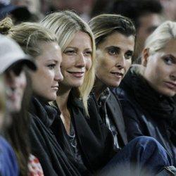 Kate Hudson, Gwyneth Paltrow, Rosario Nadal y Mette-Marit de Noruega durante un concierto de Madonna en 2008