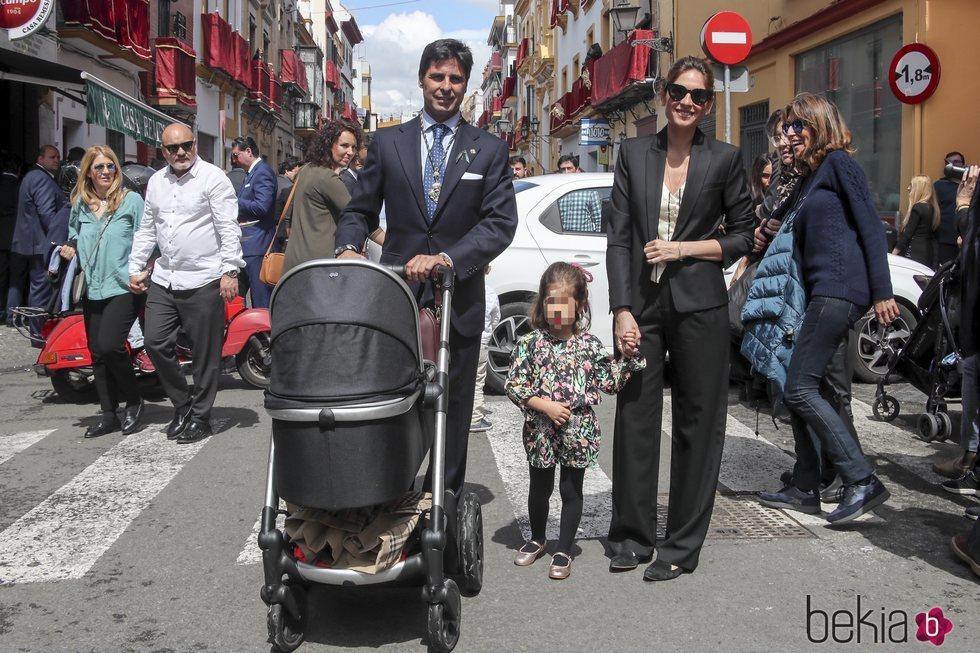 Fran Rivera y Lourdes Montes en la Semana Santa de Sevilla con sus hijos