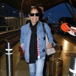 Isabel Pantoja en el aeropuerto antes de poner rumbo a 'Supervivientes 2019'