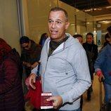 Carlos Lozano en el aeropuerto antes de poner rumbo a 'Supervivientes 2019'