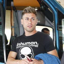 Albert Álvarez en el aeropuerto rumbo a 'Supervivientes 2019'