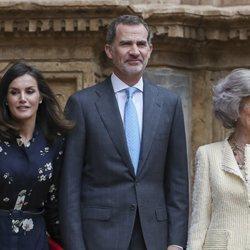Los Reyes Felipe y Letizia junto a la Reina Sofía en la Misa de Pascua 2019